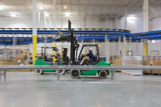 Firma ROS asigură reparație raft pentru paleți